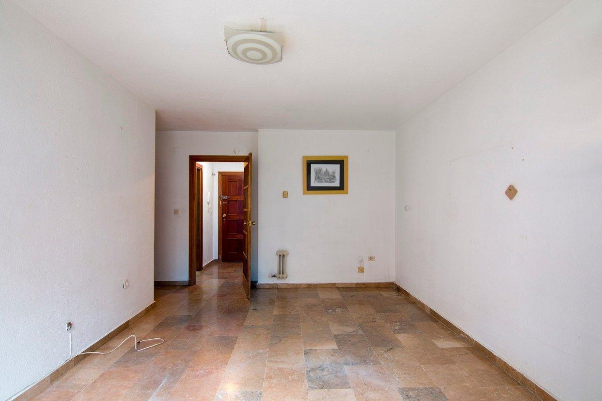 Piso apartamento de dos dormitorios en calle socrates, bien orientado, amplio, cocina independiente