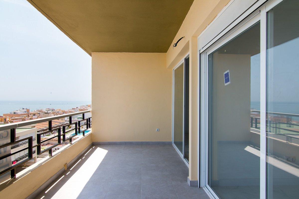 Carihuela, torremolinos . piso recien reformado para estrenarlo en la mejor urbanización, con unas v