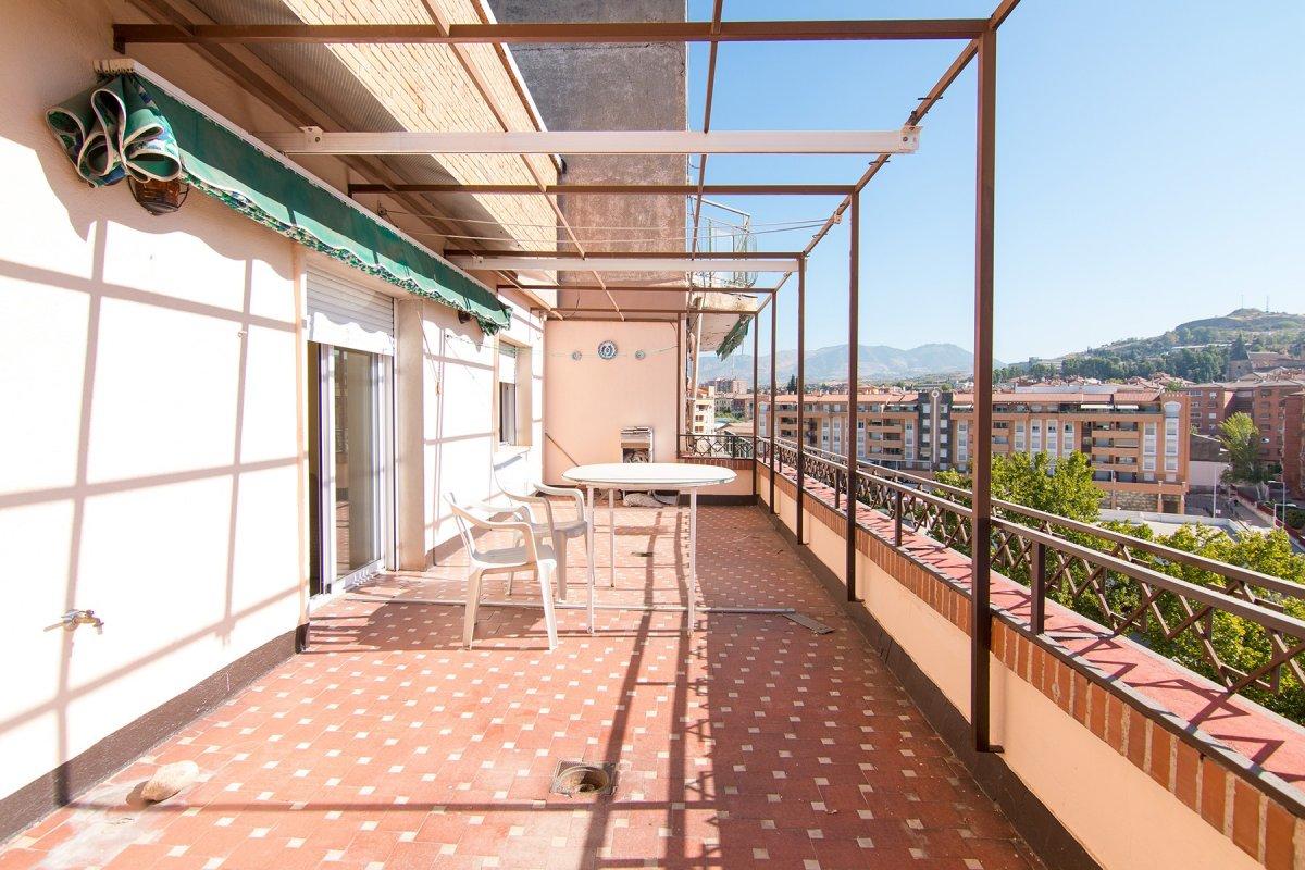 Avenida Doctor Oloriz. Espectacular ático de 5 dormitorios y 2 baños para reformar a tu gusto, con p, Granada