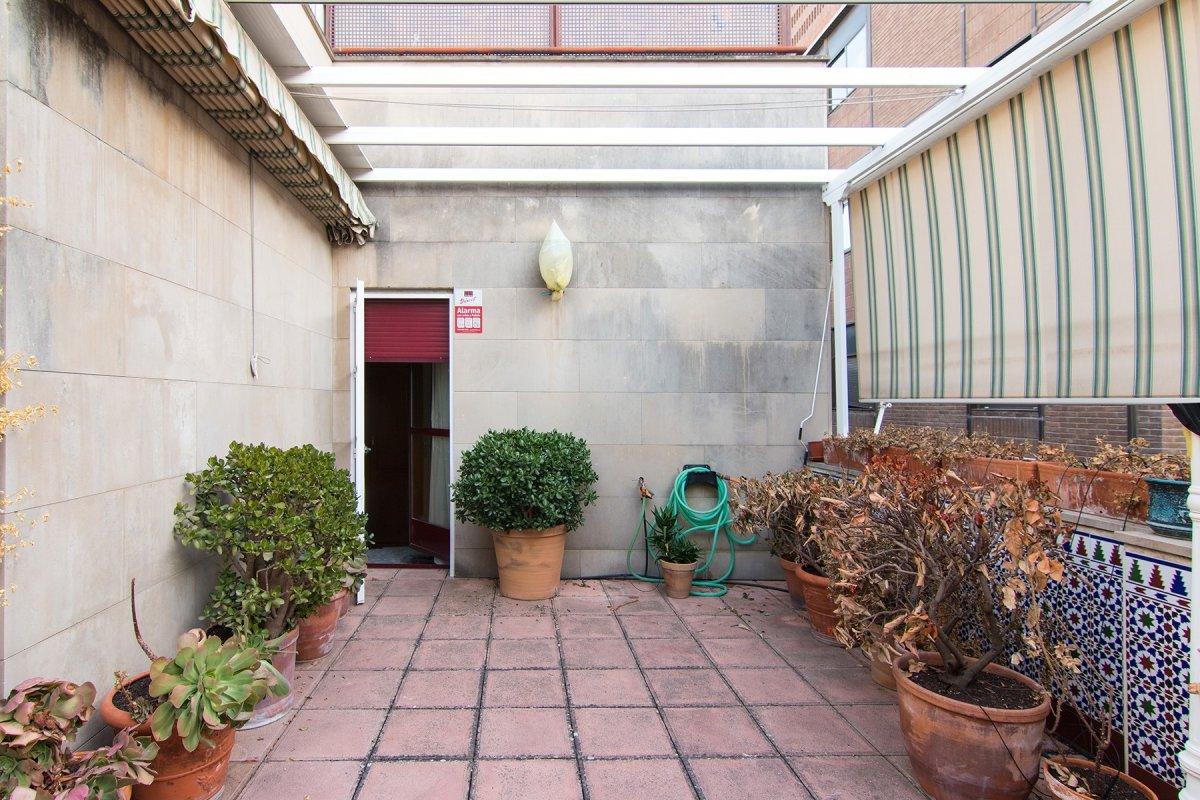 calle Recogidas. Piso con terraza. Plaza garaje. Amplio salon en esquina, Granada