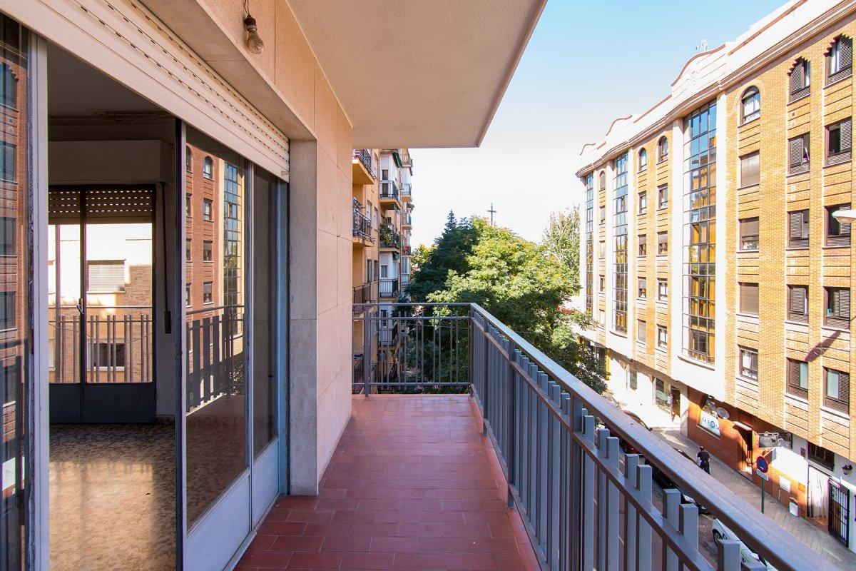 exterior, luminoso, 4 dormitorios, 2 baños, buena zona, garaje y trastero, Granada