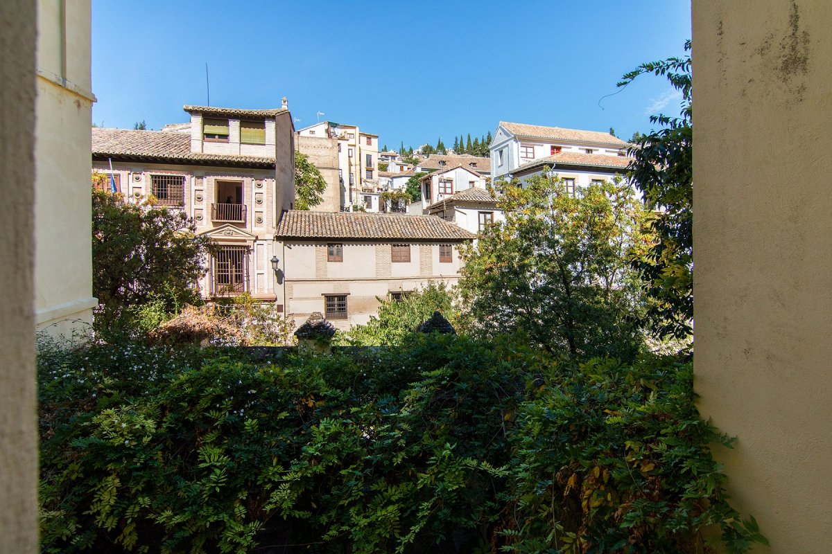 Apartamento en edificio rehabilitado. 2 dormitorios. Balcon acristalado, Granada
