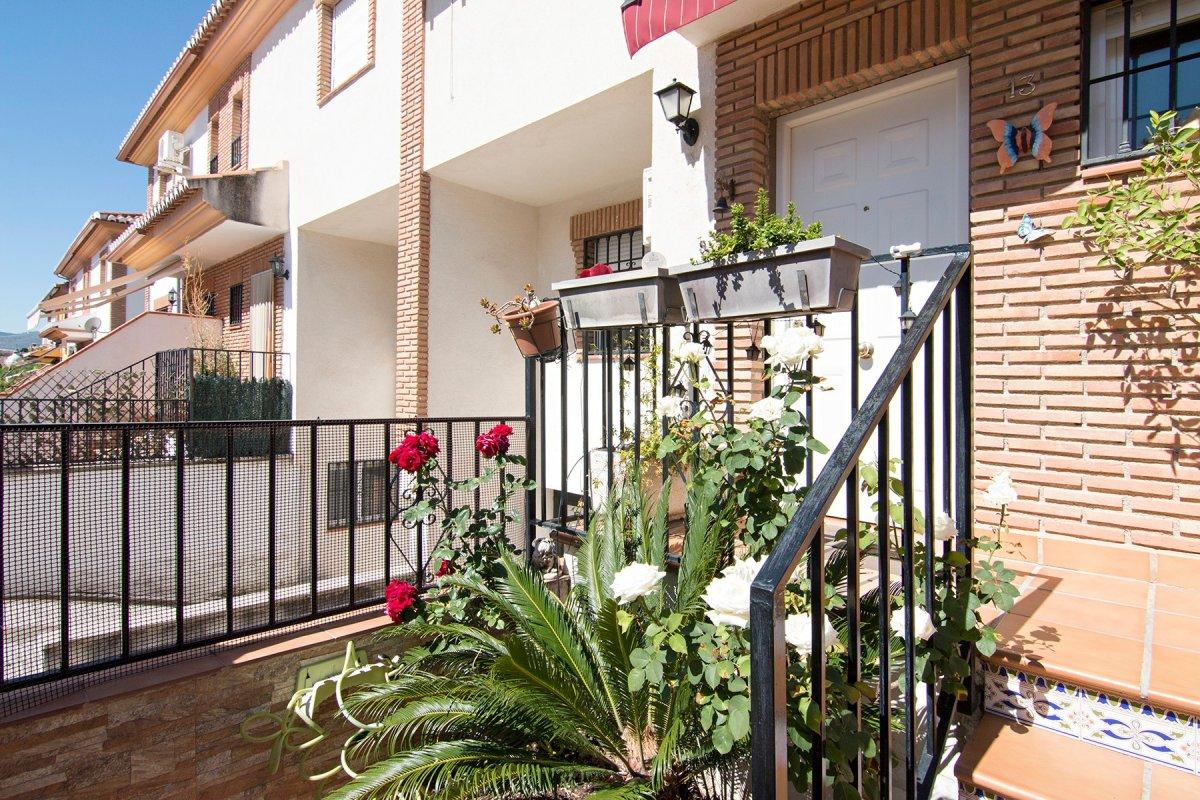 Bonita casa adosada en Gojar,  A 10 minutos del centro de Granada, Granada