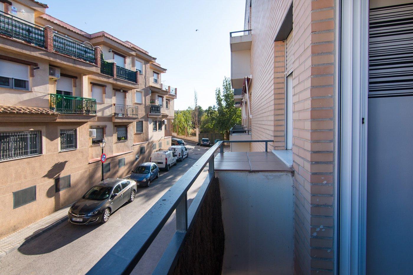 2 dormitorios y 2 cuartos de baño completos. Cocina independiente amueblada y con electrodomesticos, Granada