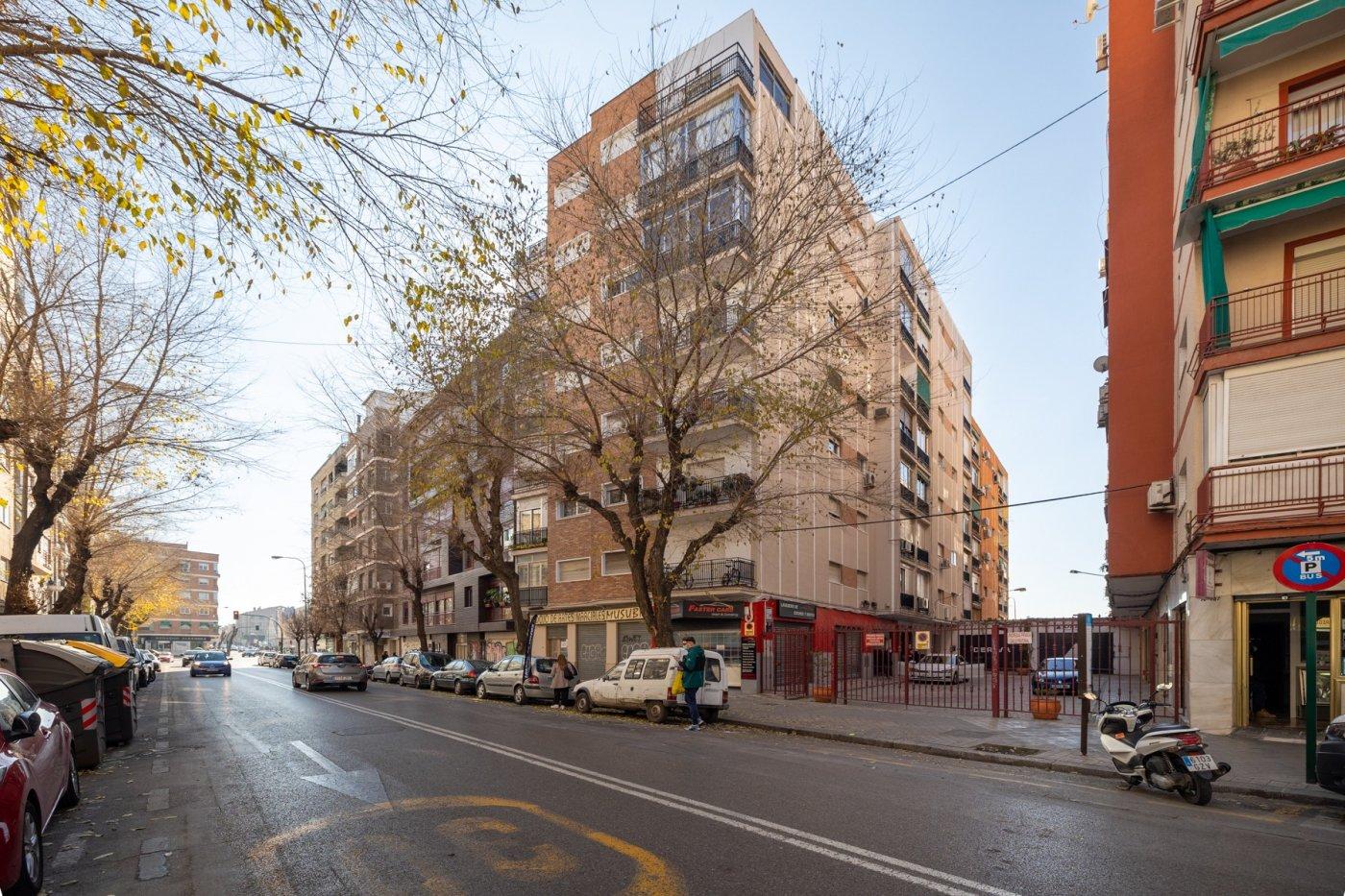 Excelente inversión. Piso 3 dormitorios junto Hipercor, Granada