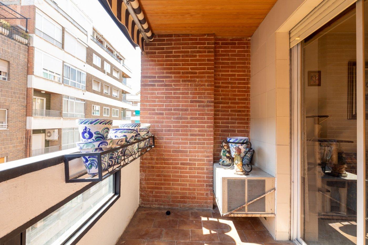 Calle trajano. amplio piso de 5 dormitorios y 3 baños. calefacción central. plaza de garaje incluida