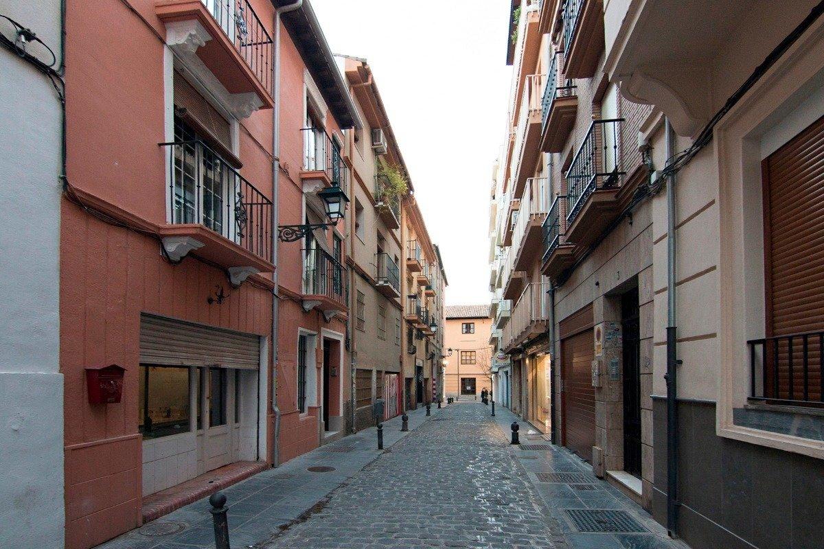 Pequeño edificio en pleno centro de Granada, en calle trasversal y tranquila entre Plaza de los Lobo, Granada
