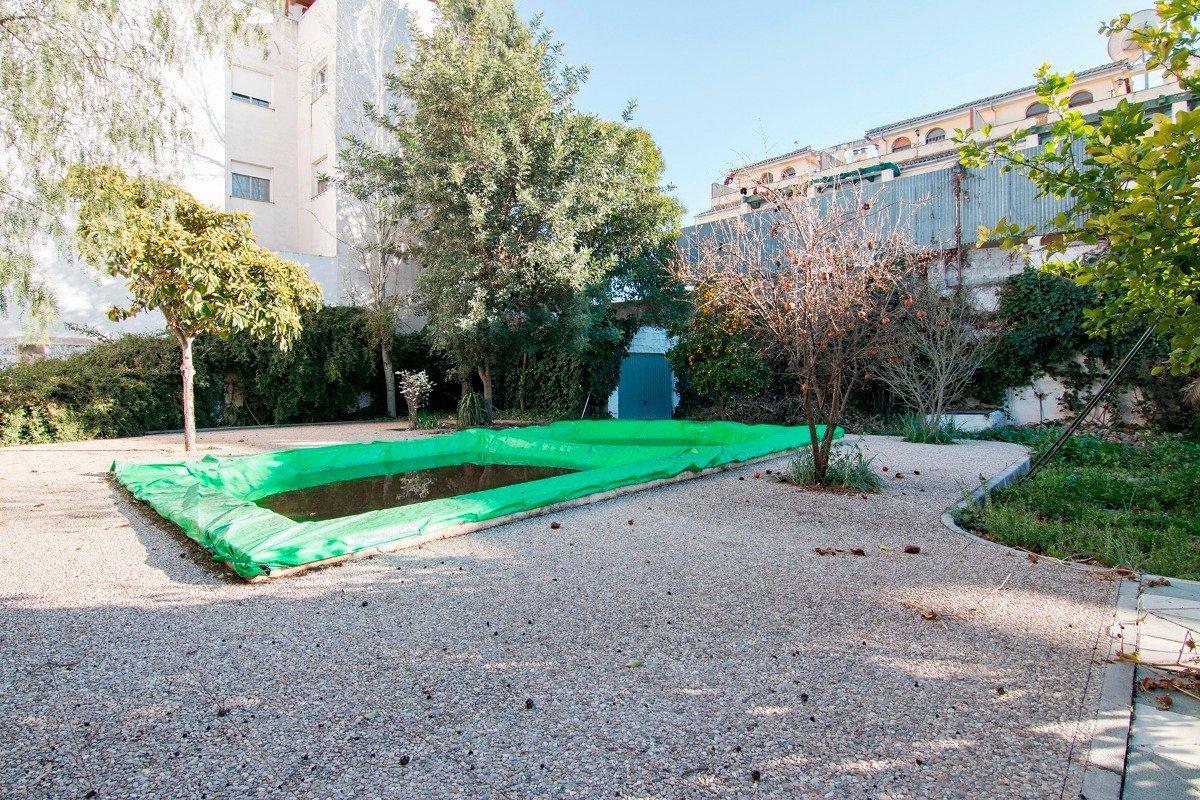 Atarfe, Magnifica propiedad, ideal para vivir o construir vivienda plurifamiliar. En el centro del p, Granada