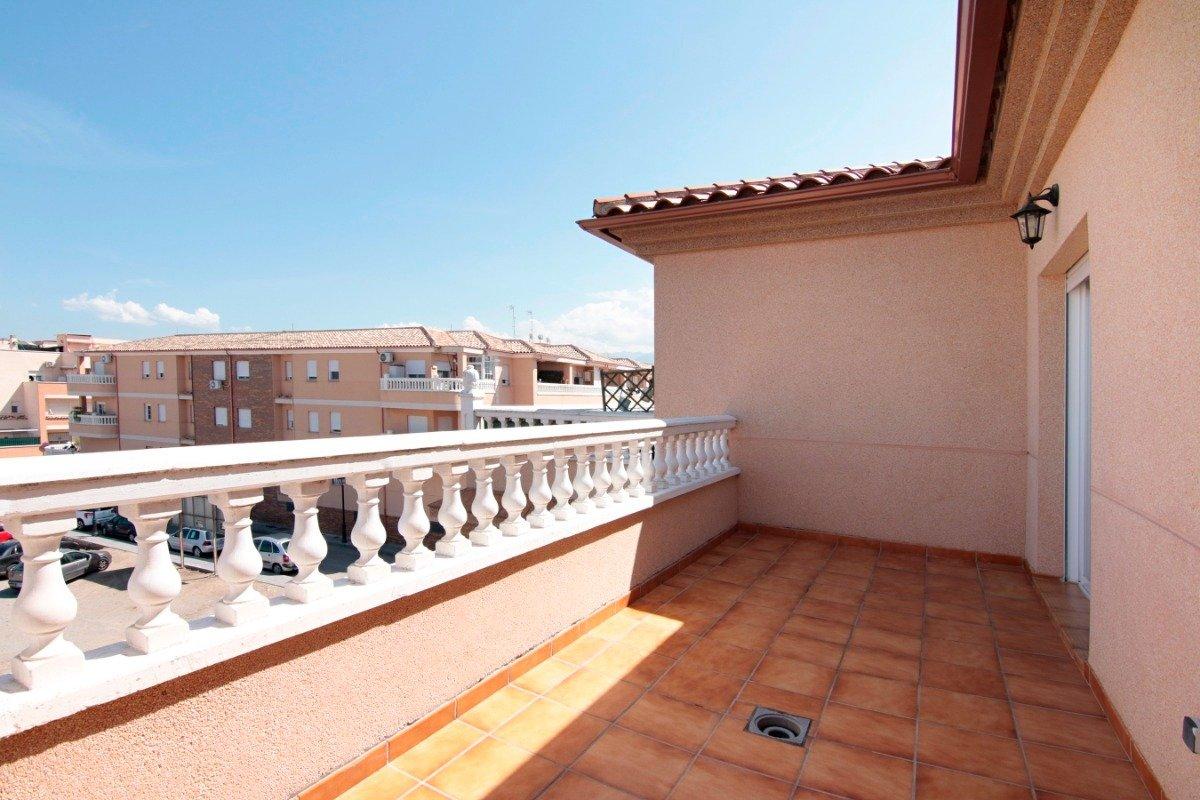Bonito ático con terraza , segunda planta, a la entrada de las Gabias, Granada