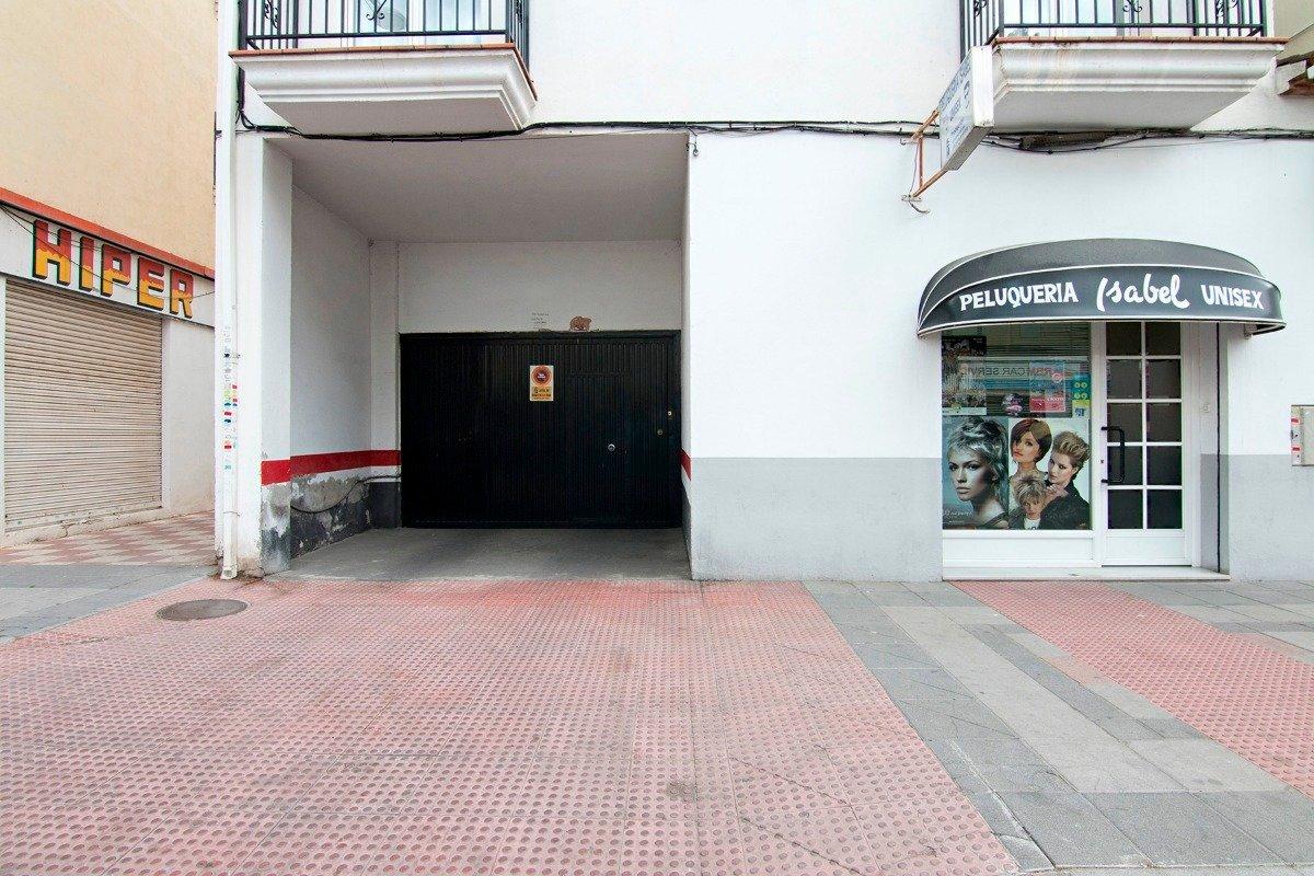Amplia plaza de garaje en venta en Cenes de la Vega en Avenida de Sierra Nevada. Fácil acceso. Puert, Granada
