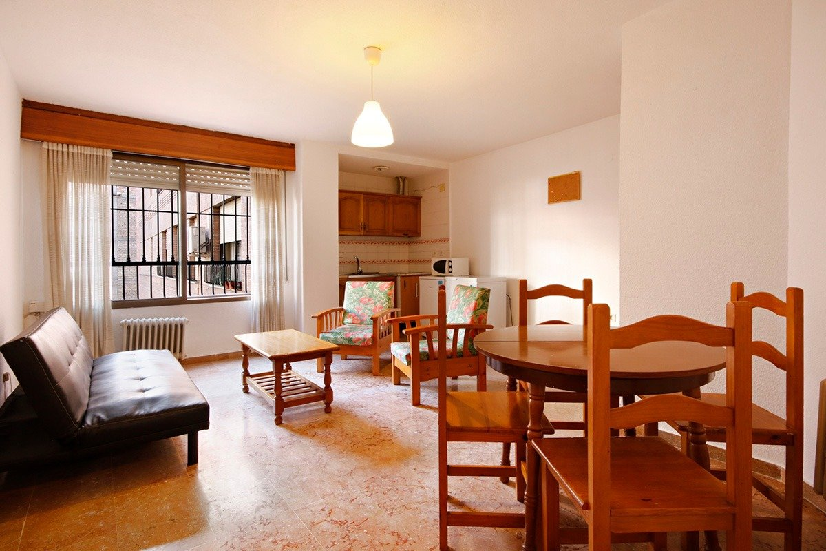 Calle Socrates. Apartamento de un dormitorio en buen edificio con calefaccion central. Garaje, Granada