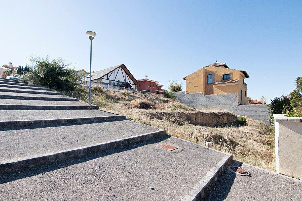Urbanizacion Santa Marta en Gojar. Parcela de terrero edificable. Superficie de 511 para construir s, Granada