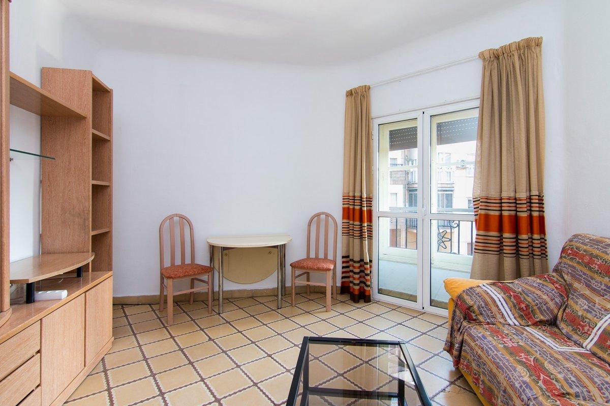 Piso de tres dormitorios haciendo esquina en calle martinez de la rosa, junto plaza einstein, todo e