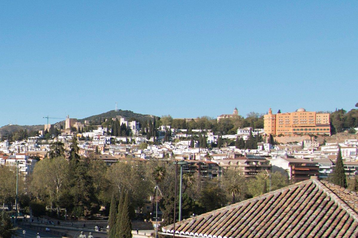 Estupendo piso con vistas extraordinarias, en la urbanización Alminares del Genil, Granada