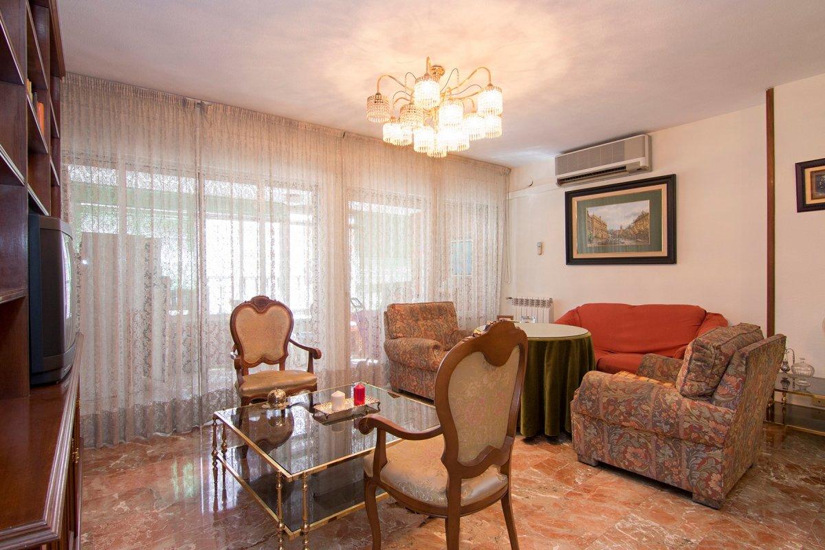 Pedro Antonio de Alarcón esquina Ancha de Gracia. Amplio piso de 7 dormitorios y 2 baños. Calefacció, Granada
