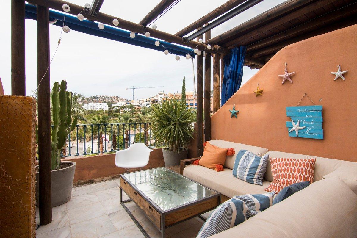 Estupendo piso en urbanización privada, en playa Galera, Almuñecar con plaza de garaje y trastero, Granada