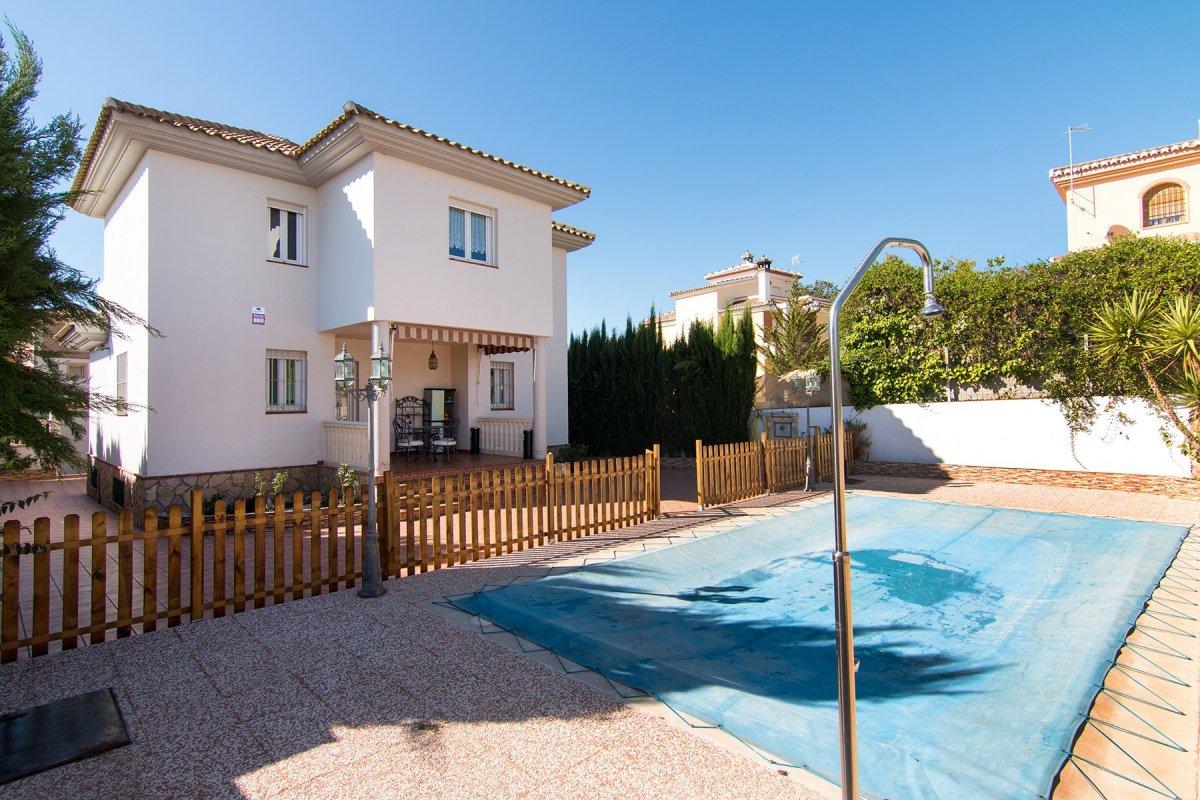 Pantano de Cubillas, Chalet en 3 plantas, 280 m de vivienda, salon con chimenea, 3 dormitorios, pisc, Granada