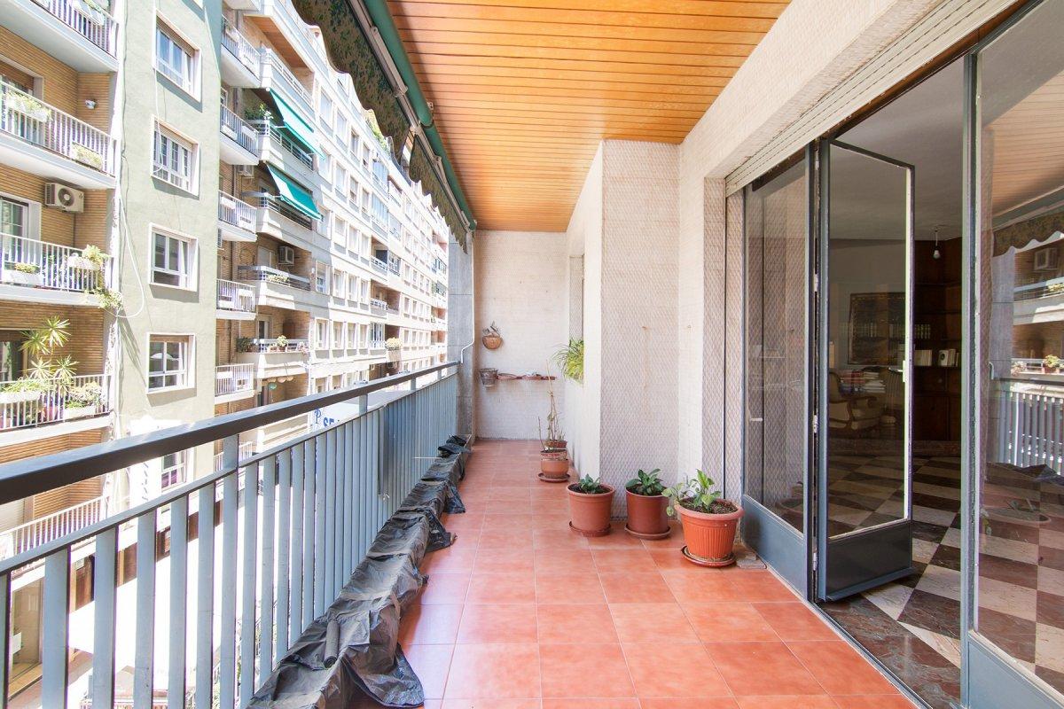 Junto Recogidas y Plaza de Gracia, piso con 6 dormitorios, 3 baños, garaj, trastero. Terraza. Calefa, Granada