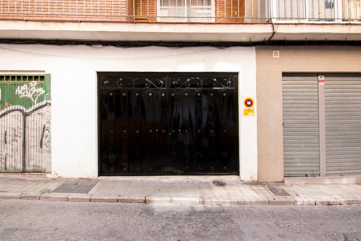 Plaza de garaje cerrada en calle montalban en venta. a pequeña distancia de plaza gran capitan, carr