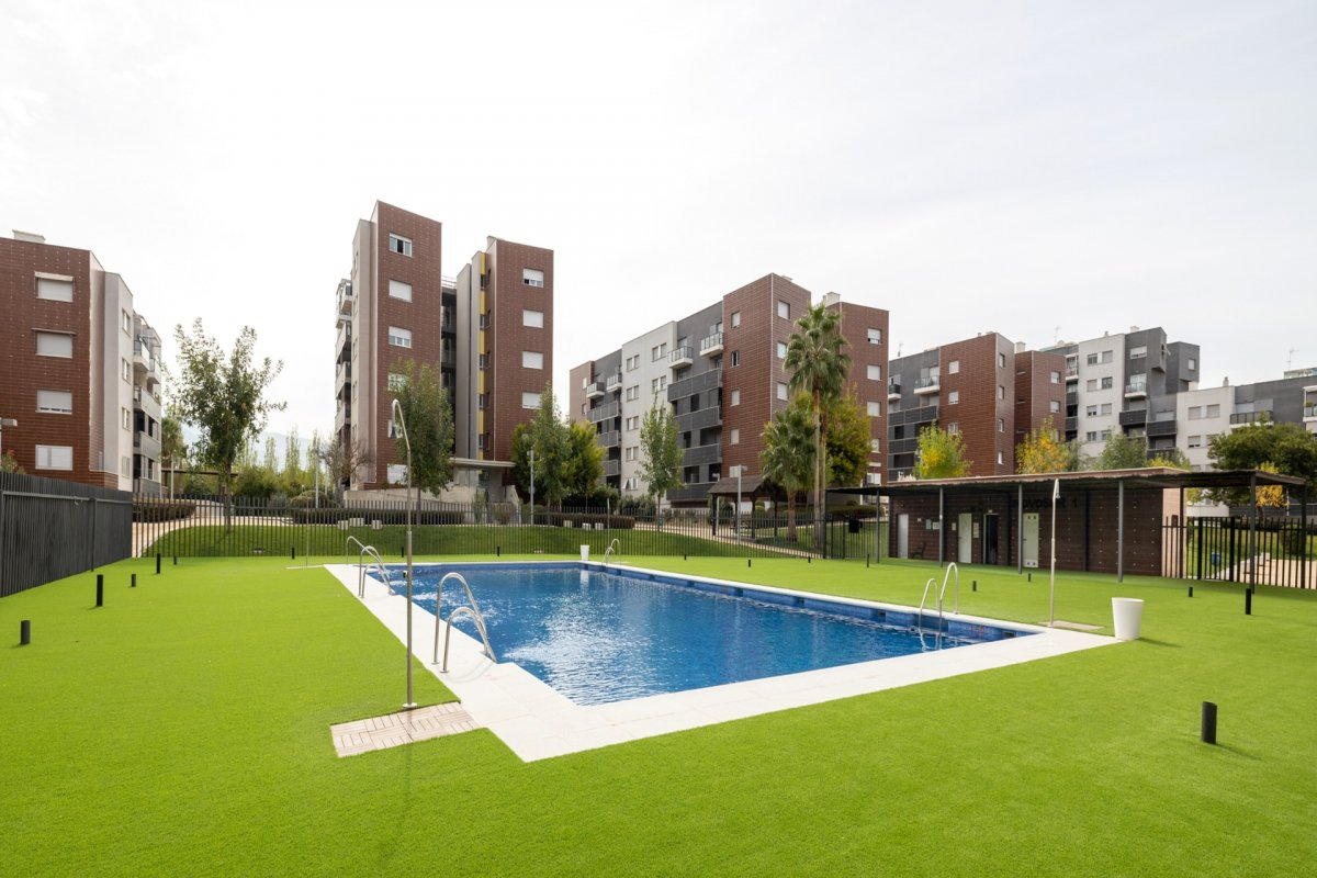 Atencion piso en urbanizacion NOVOSUR, Granada