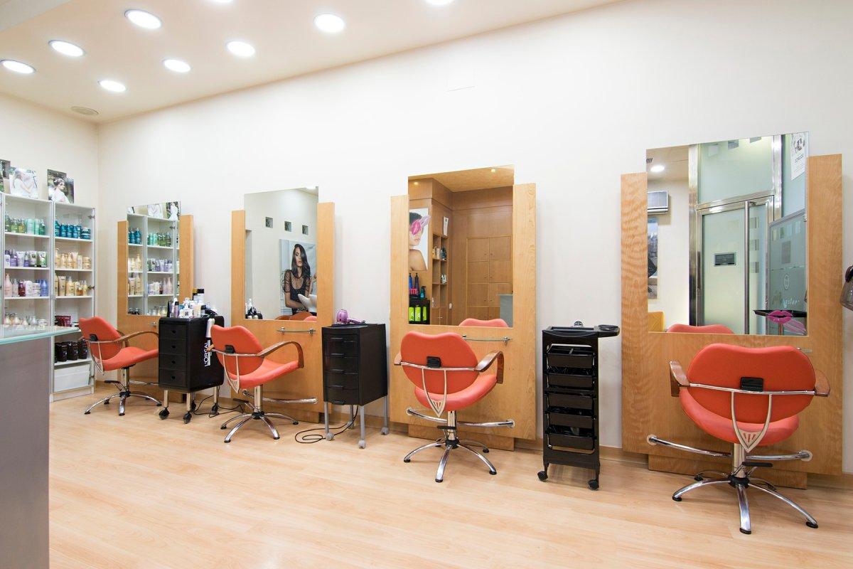 Magnifico local en el Centro de Granada, actualmente instalado como peluquería. Listo para entrar., Granada