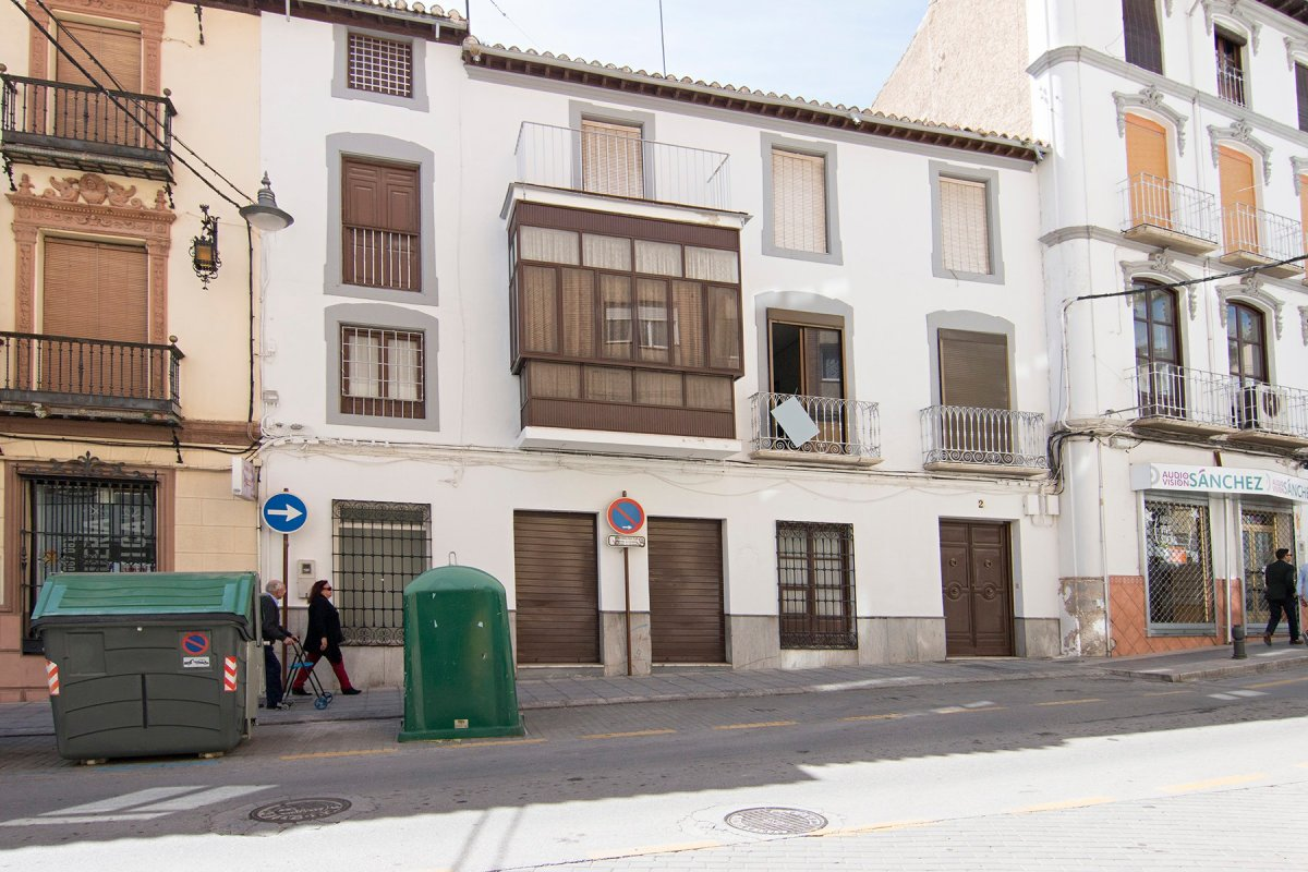 Escpecatcular Casa- Edficicio en el Centro de Baza, Granada
