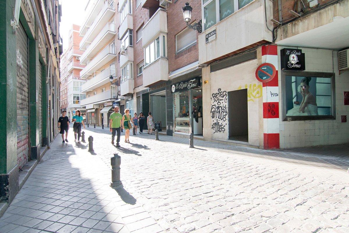 LOCAL EN PLENO CENTRO CON MUCHO PASO, Granada