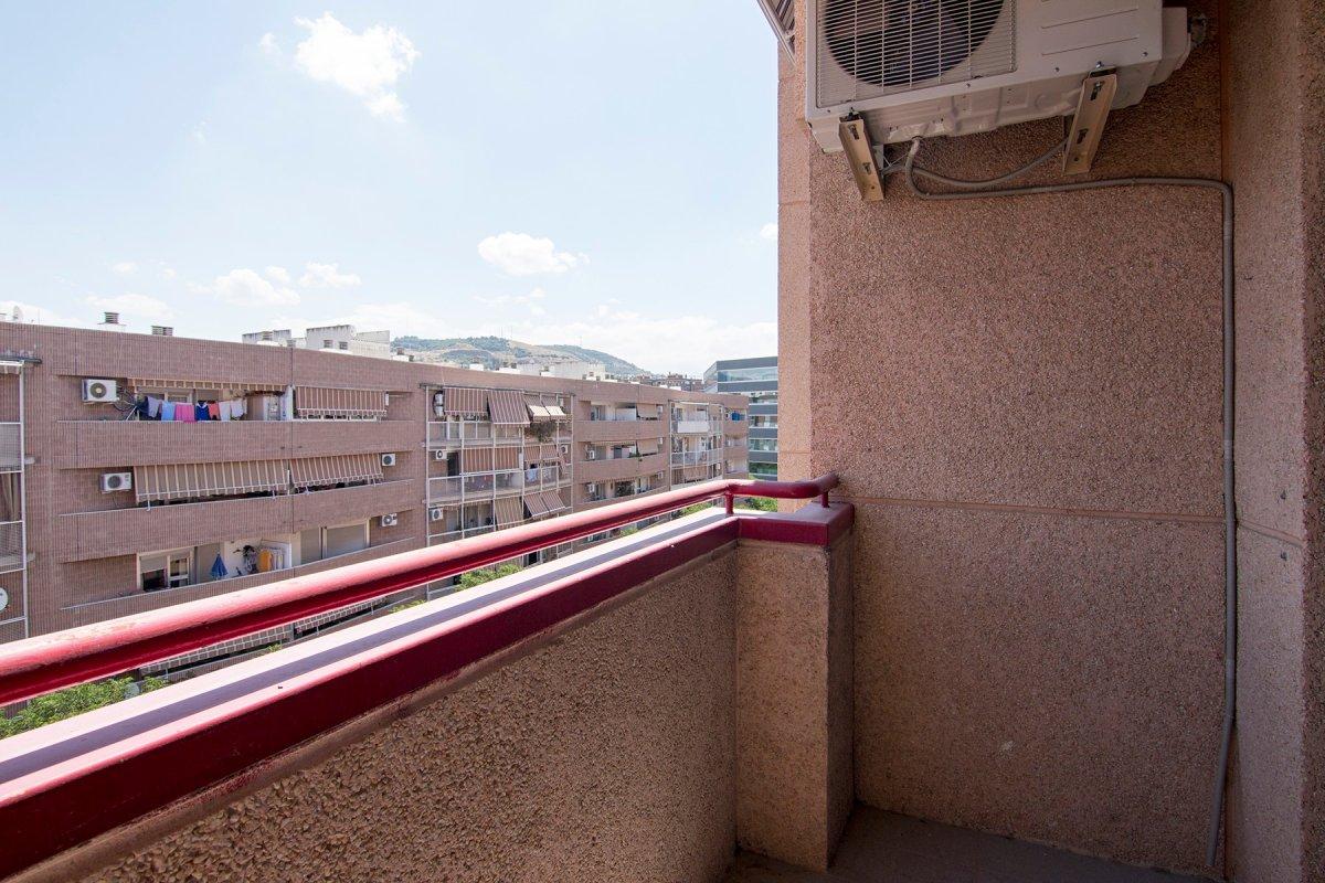 Atencion Piso de 3 dormitorios en Zona joaquina Eguaras, Granada