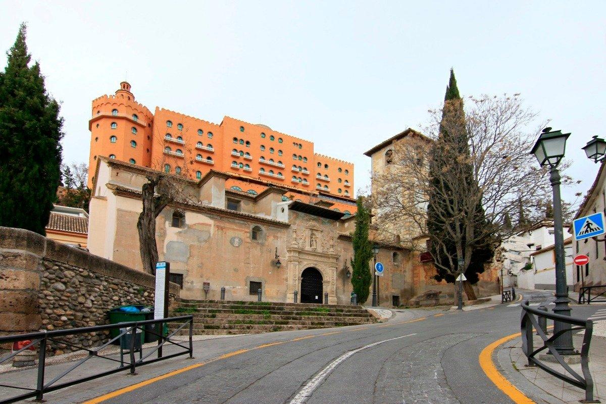 Fantástica vivienda en el Barrio del Realejo, uno de los mas bonitos de Granada. Distribuida en saló, Granada