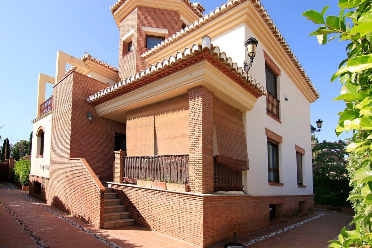 Magnifica vivienda seminueva muy bien situada, en una de las mejores zonas de Huetor Vega, a escasos, Granada