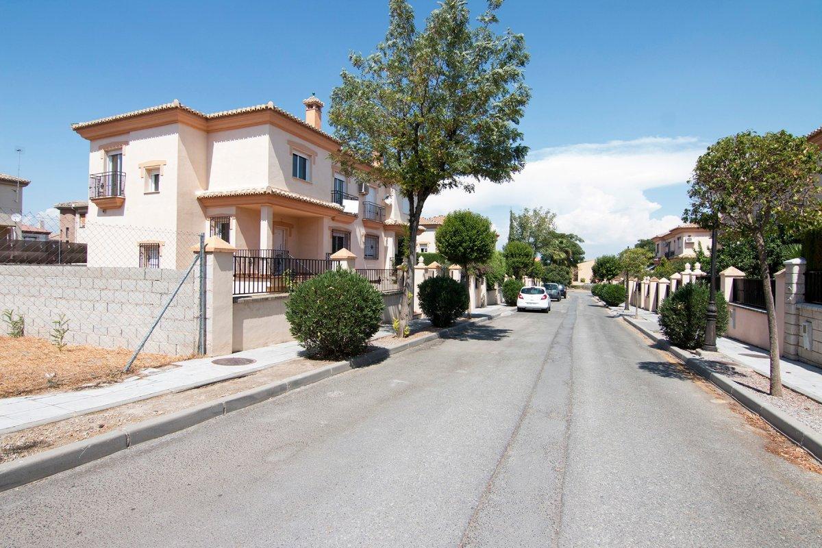 CHALET PAREADO EN VEGAS DEL GENIL - URB. EL VENTORRILLO, Granada