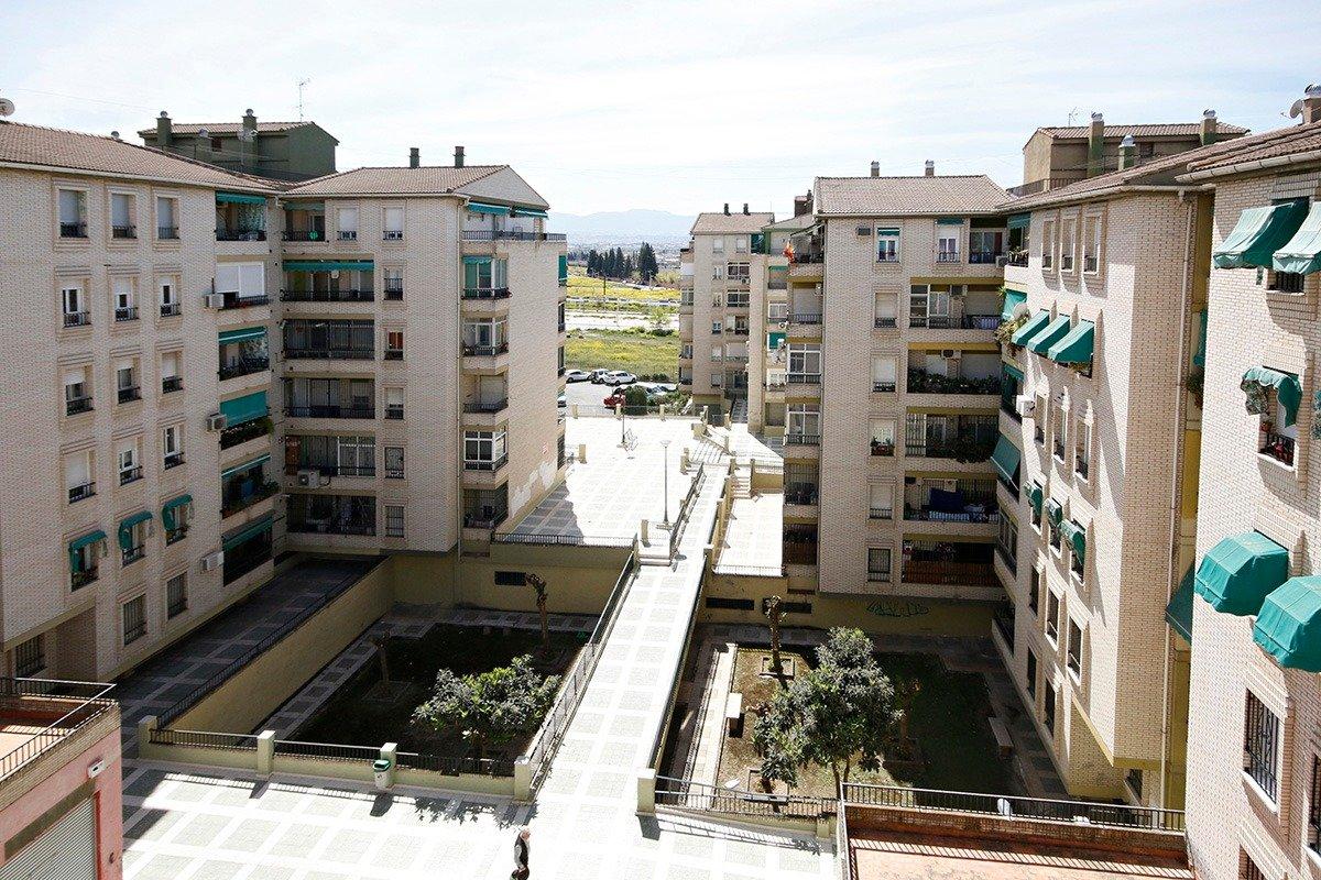 Oportunidad tres dormitorios,y un baño  con terraza., Granada