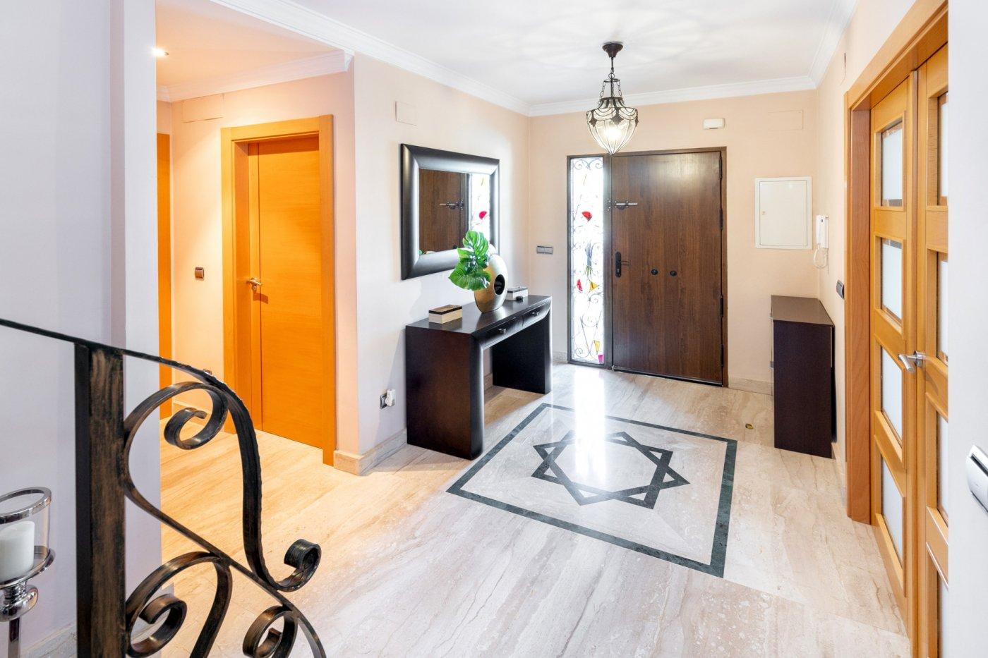 Impresionante vivienda pareada en esquina en churriana, 4 amplios dormitorios y gran patio¡¡