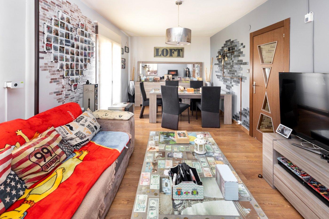 Bonito piso en armilla (junto a mercadona ) amplio y luminoso , 3 dormitorios,1 baño,buenas calidade