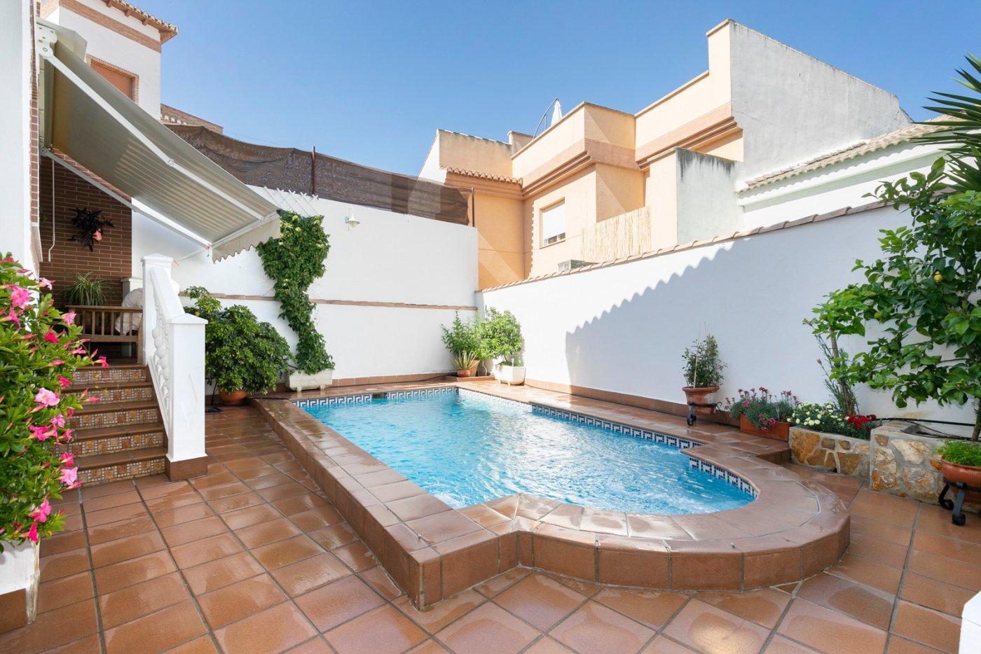 Céntrico chalet pareado con piscina propia