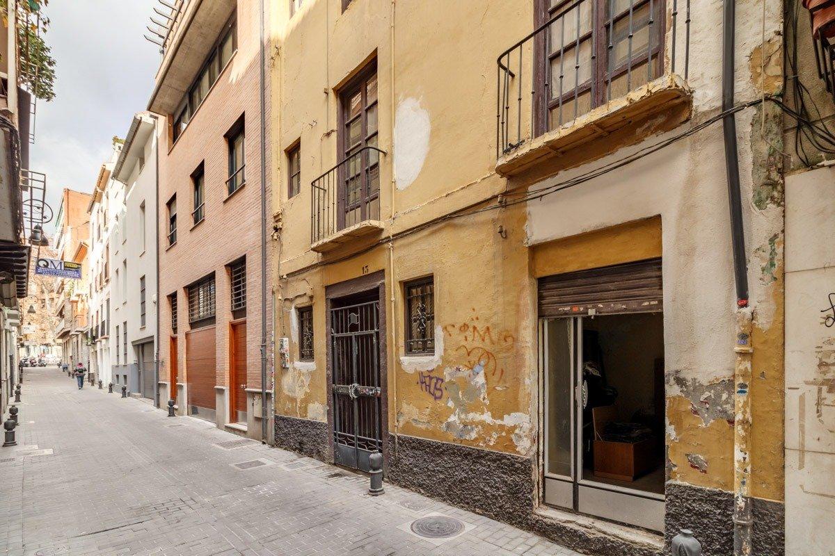 JUNTO PLAZA MARIANA PINEDA, Granada