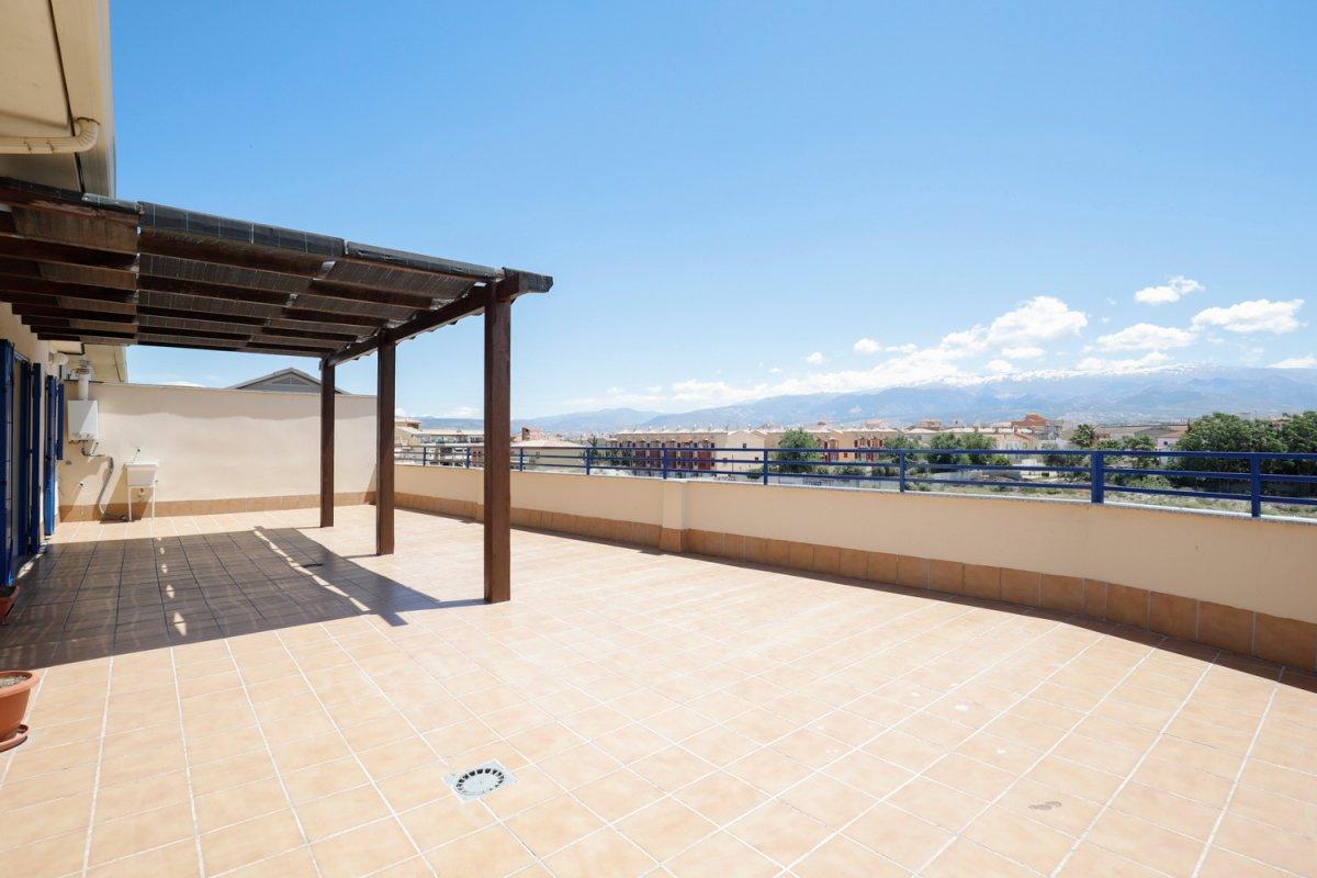 Precioso ático en Las Gabias, 3 dormitorios, 75 m2 de terraza, piscina y garaje., Granada