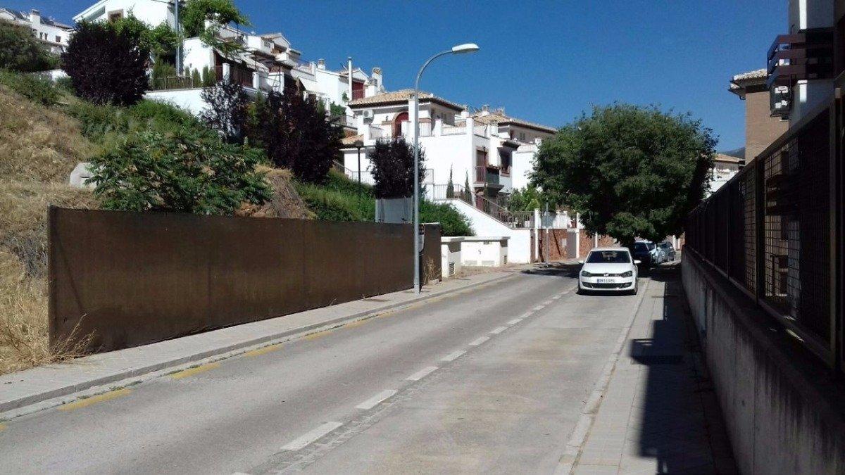 Solar en Ctra de la sierra, Granada