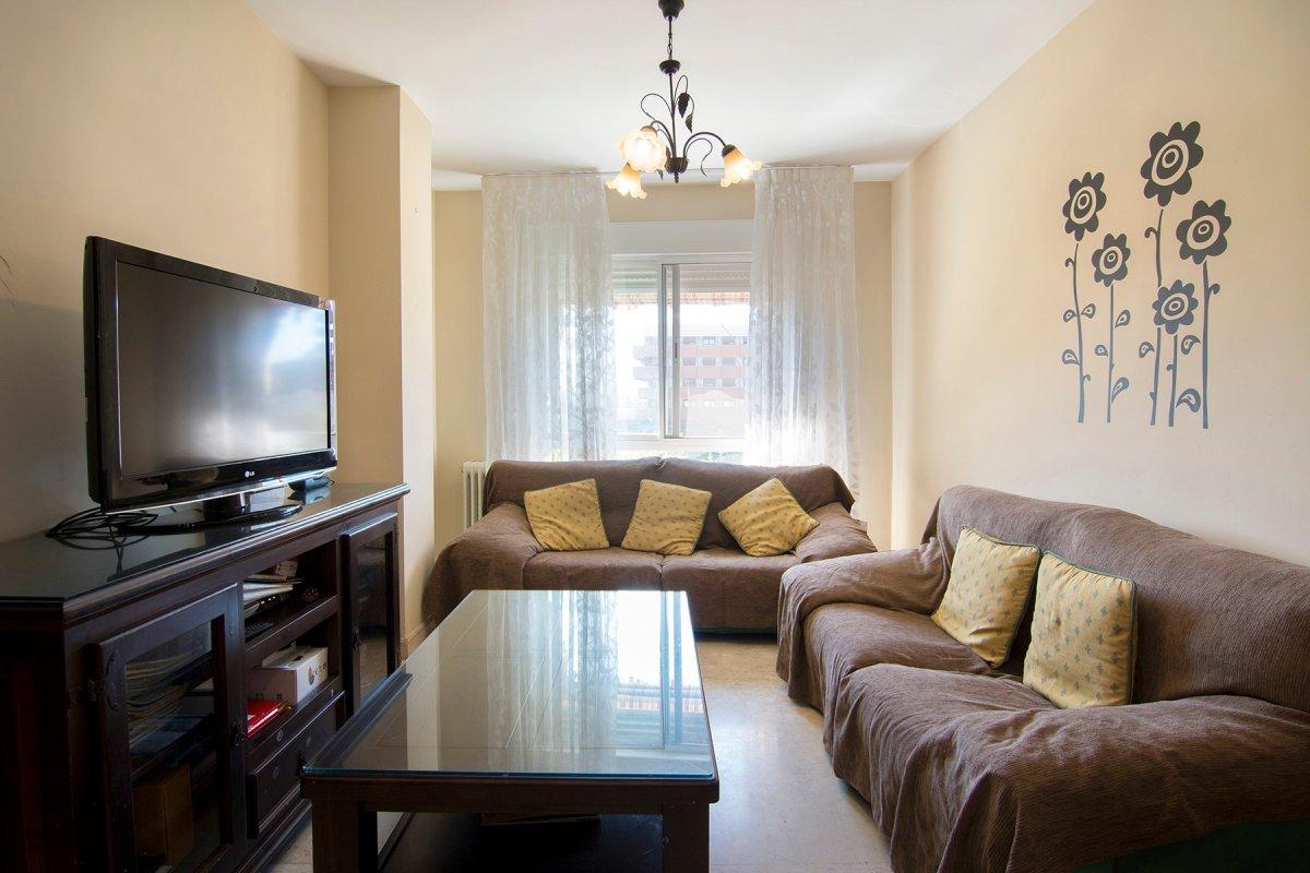 Oportunidad de comprar un precioso piso en el zaidin, junto pts