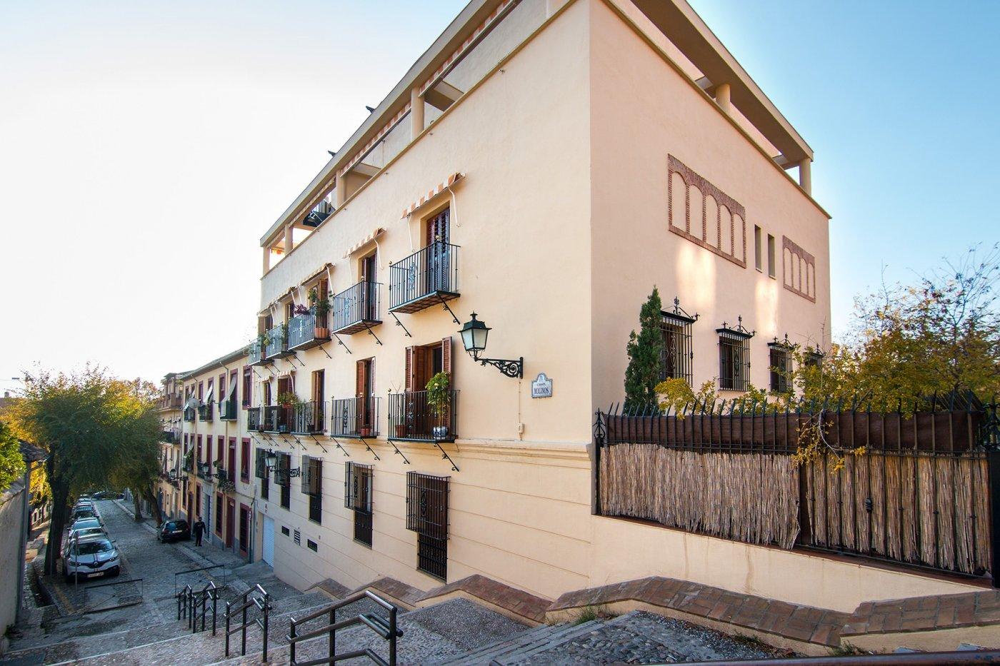 Piso de dos dormitorios y garaje en Cuesta de Escoriaza., Granada