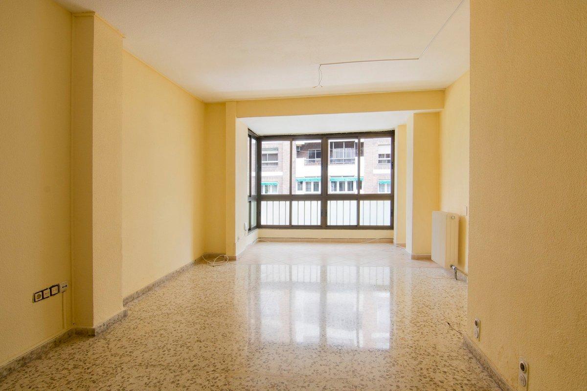 Amplio piso en Avda. Doctor Oloriz, Granada
