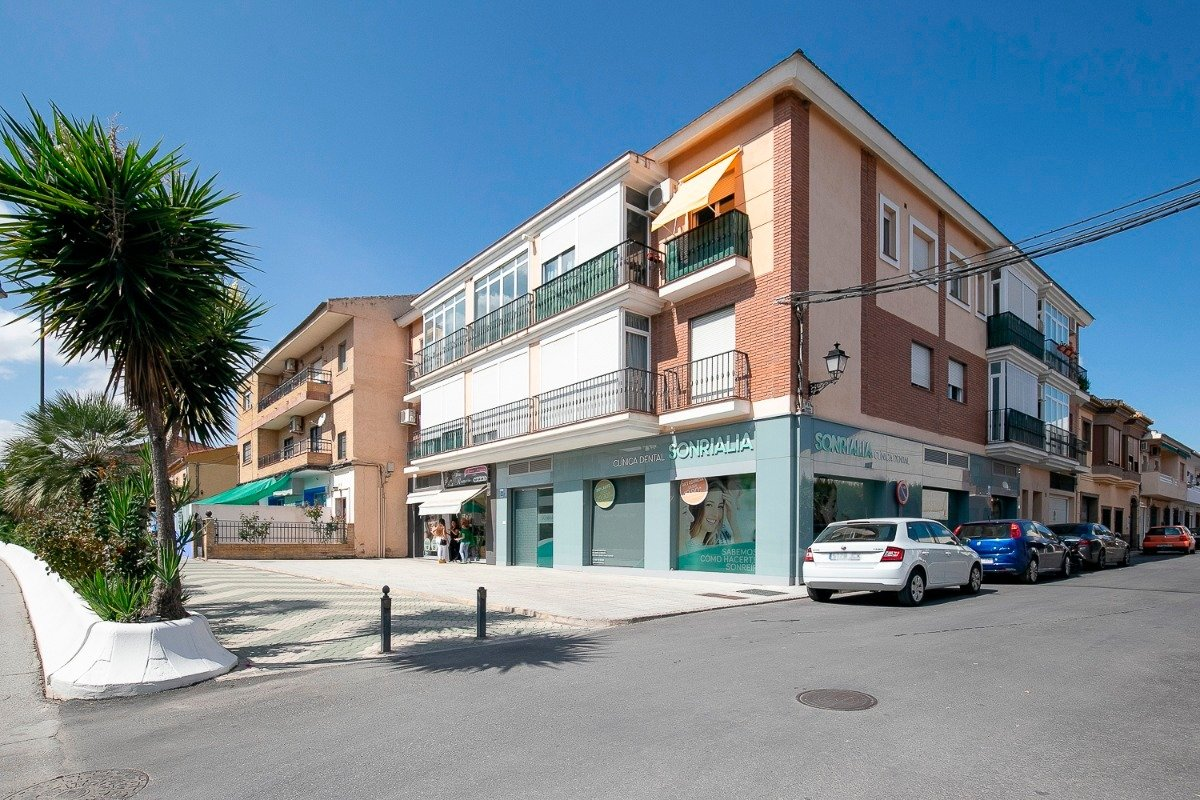Duplex en carretera principal de las gabias, dos habitaciones, un baño y un aseo, todo exterior, Granada