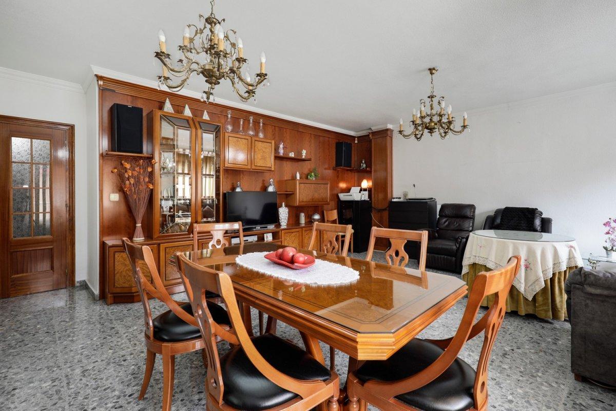 ¿Quieres montar un negocio y vivir justo encima del mismo, ahorrando traslados y tiempo? ¿Lo Tienes!, Granada