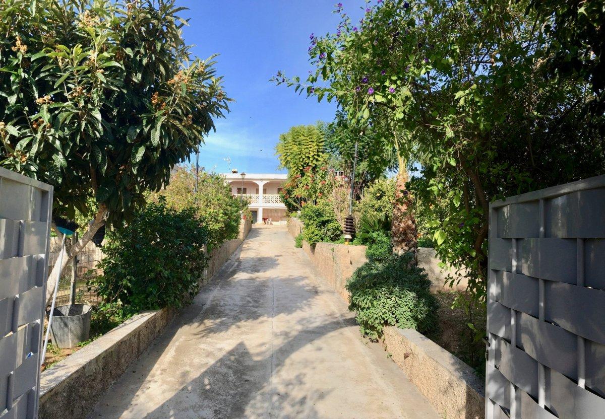 Venta de Casa con terreno en Naquera