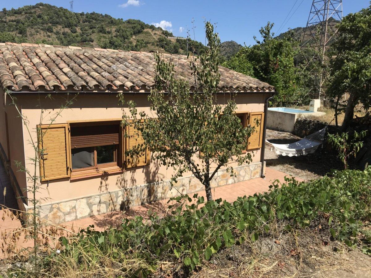 casa-con-terreno en falset · falset 125000€