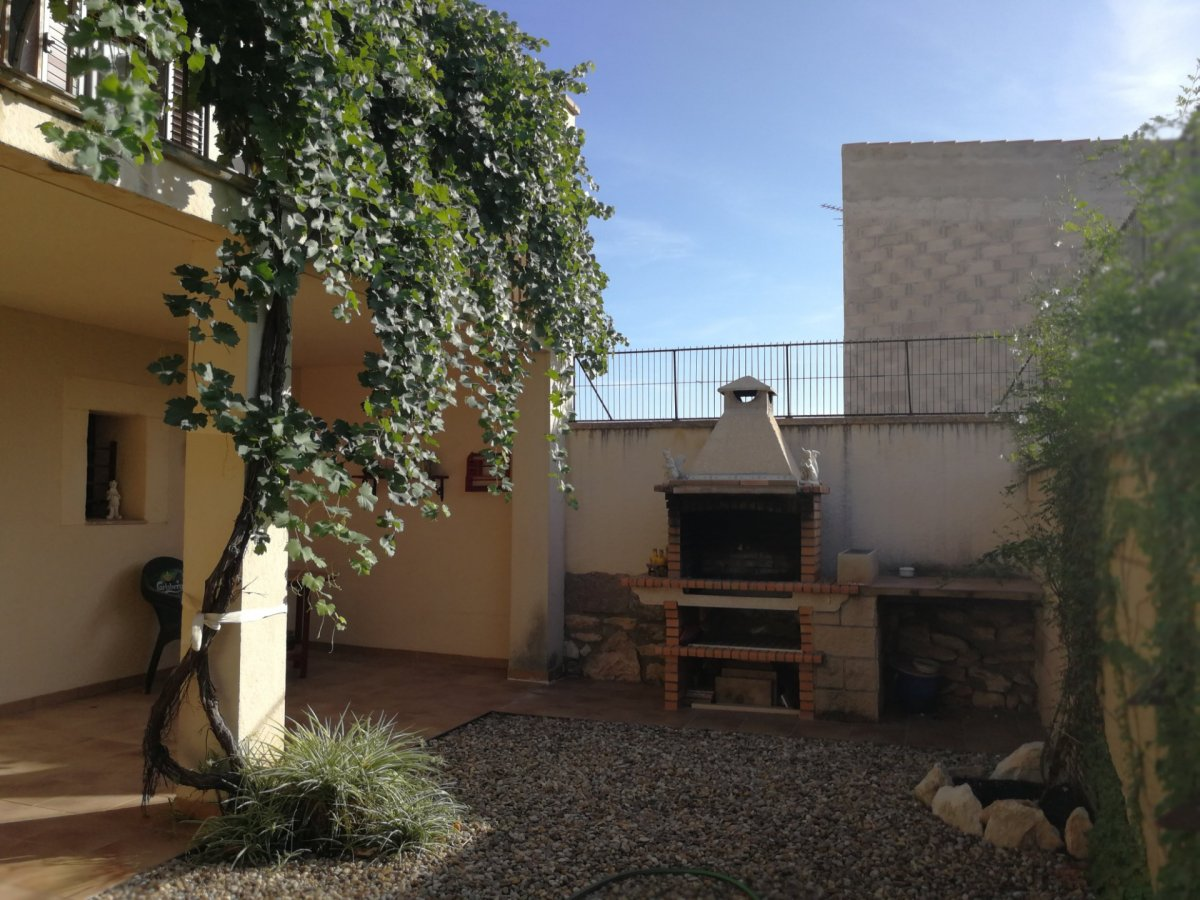 casa en tivissa · zona-centre-poble 130000€