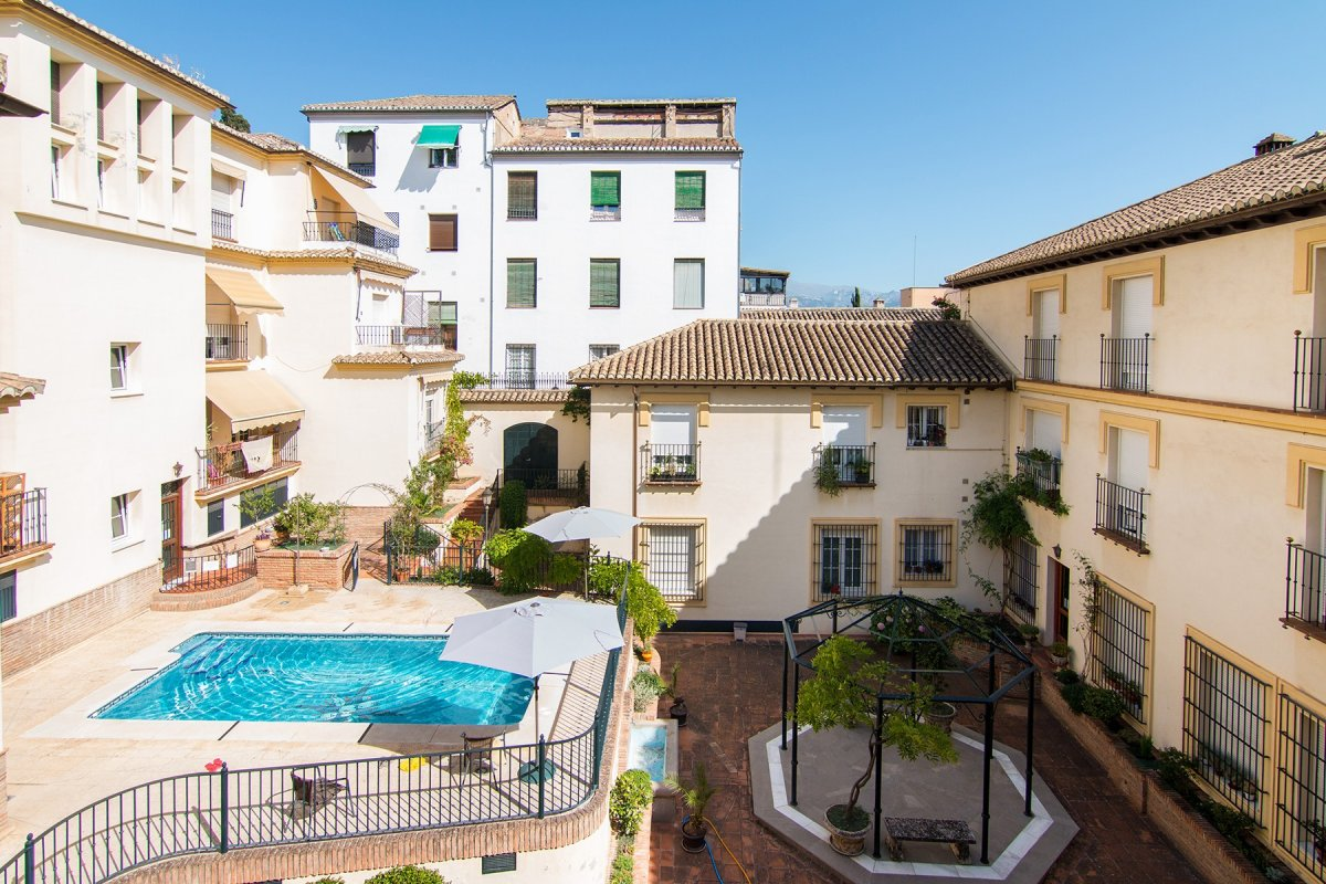 Oportunidad para vivir en el centro en un urbanización con piscina