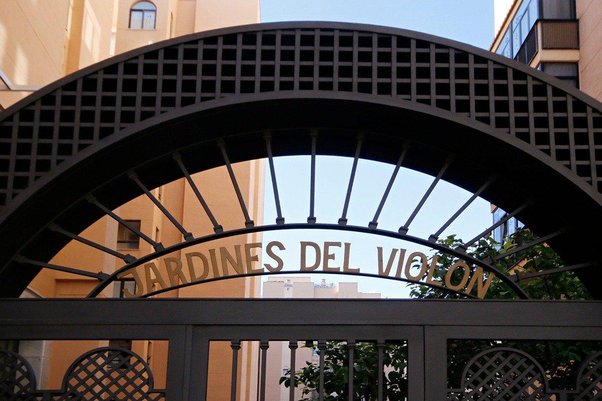¡La oportunidad para venirse al Centro de Granada a vivir! Piso de 4 dormitorios con plaza de garaje
