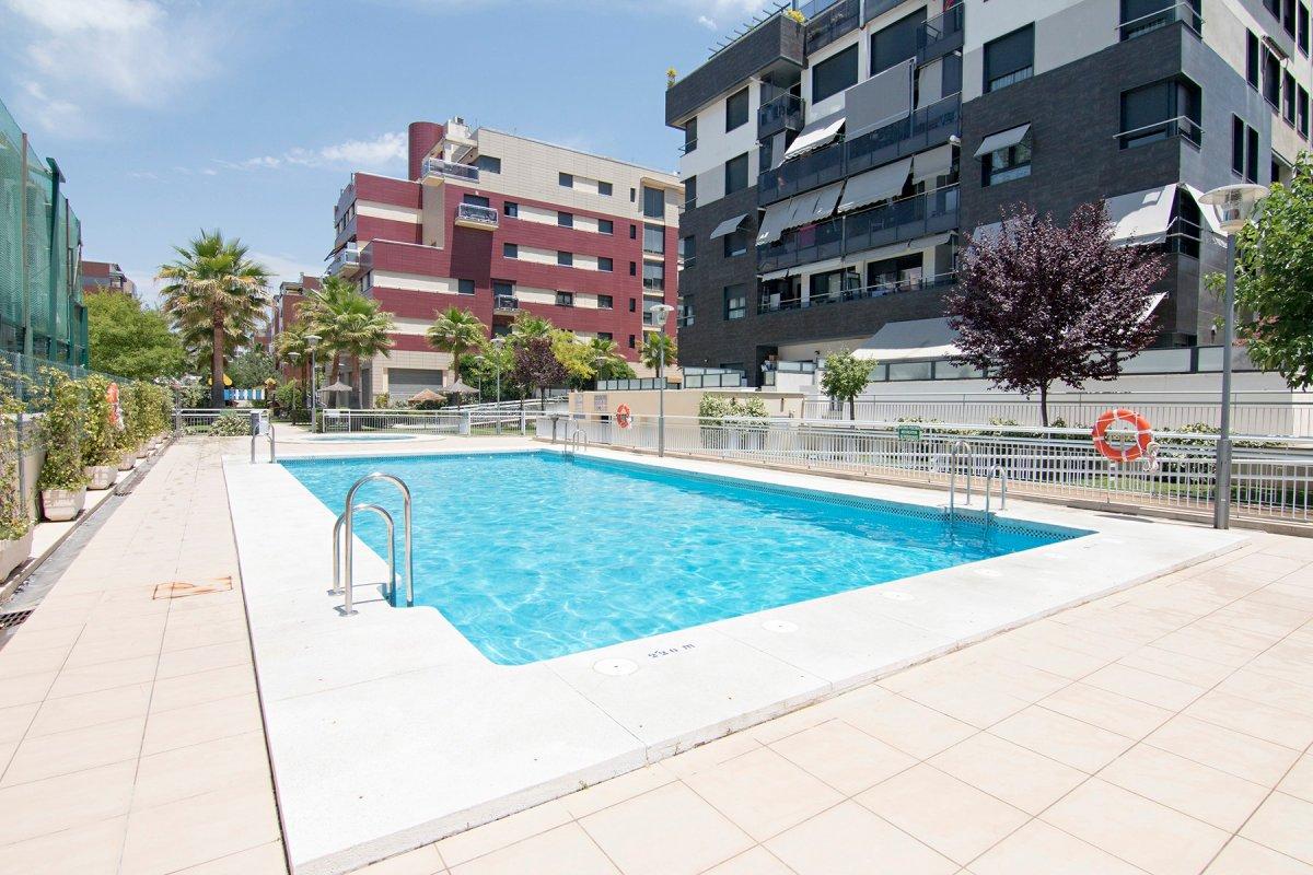 Piso en urbanización con piscina en zona Forum., Granada