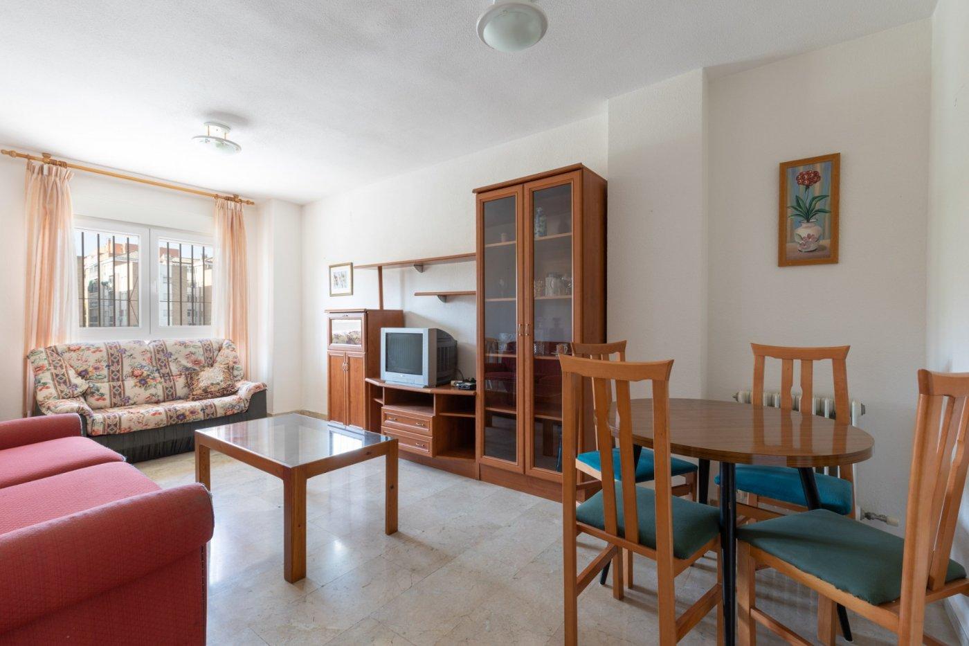 Piso de 2 dormitorios junto a villarejo con garaje incluido.